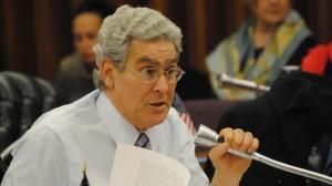 Steve Katz, deputado que votou contra legalização preso por posse de maconha