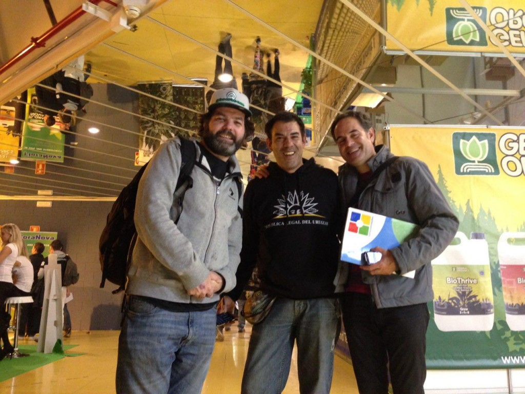 Wil, fundador do Growroom com o presidente do Pannagh, Martin Barriuso e o advogado Emilio Figueiredo