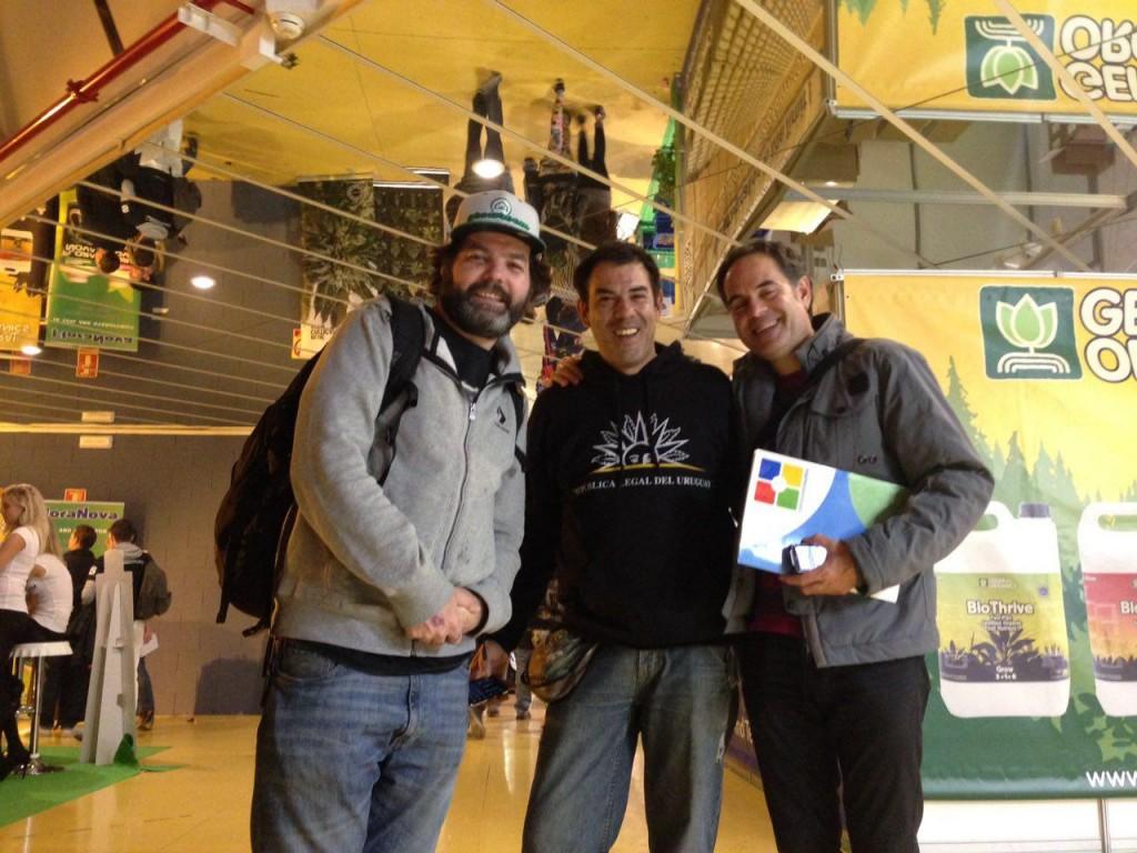 Wil, fundador do Growroom com o presidente do Pannagh, Martin Barriuso e o advogado Emilio Figueiredo